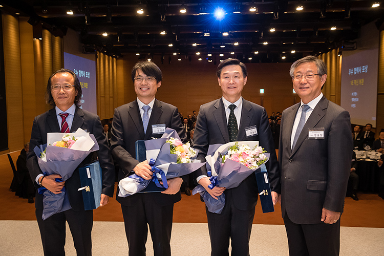 The Global R&D Department Receiving Value Engineering Innovation Award from Hyundai Motor Company